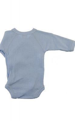 Langærmet body til for tidligt født. Lyseblå svanemærket merinould. Bagsiden.