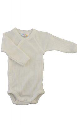 Langærmet body til for tidligt født. Hvid svanemærket merinould. Body'en har skrålukning.