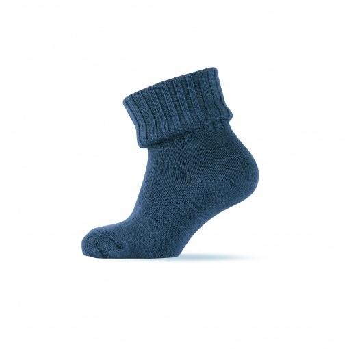 Tyk uldstrømpe i støvet blå fra Melton.