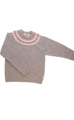 Sweater i uld fra Alerin. Grå sweater med mønster ved hals.