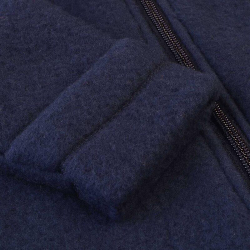 Mørkeblå køredragt i softuld fra Mikk-Line. Ærme
