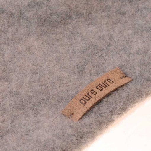 Halstørklæde i grå softuld. GOTS uld. Detaljebillede.