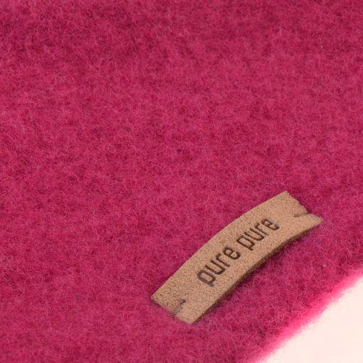 Halstørklæde i rosa softuld. GOTS uld. Detalje.