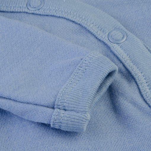 Langærmet body med folde om lukning til for tidligt født barn. Uld bambus i blå fra Joha. Detalje af ærme.