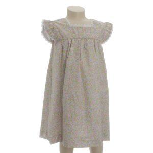Blomstret kjole til pige. Fin kjole med korte ærmer og med blomstret motiv og blondekanter. Kjolen er Oeko-Tex. Alerin
