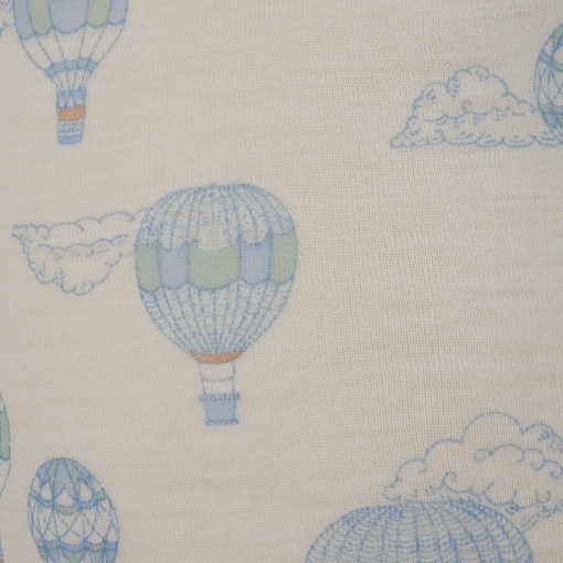Body uden ærmer. Sommerbody fra Joha. Detalje af blå tryk.