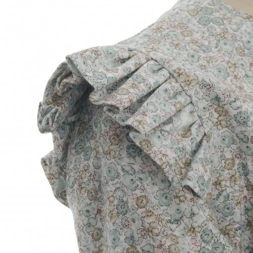Kjole i blomstermønster med lange ærmer. Detalje af skulder. Alerin