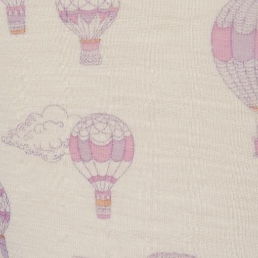 Body med korte ærmer. Sommerbody fra Joha. Detalje af rosa print.