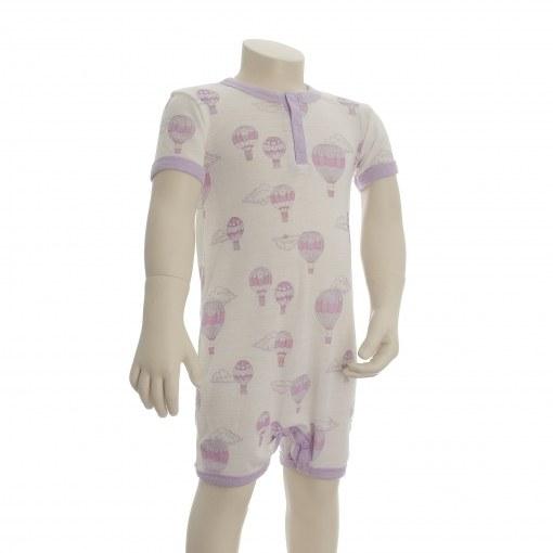 Sommerdragt i Svanemærket uld fra Joha. Rosa luftballon-print. Korte ærmer og ben.