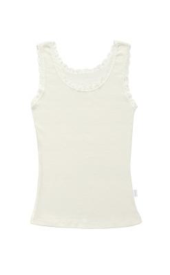 Undertrøje til kvinde i hvid Svanemærket uld. Blondekanter og brede stropper. Joha.