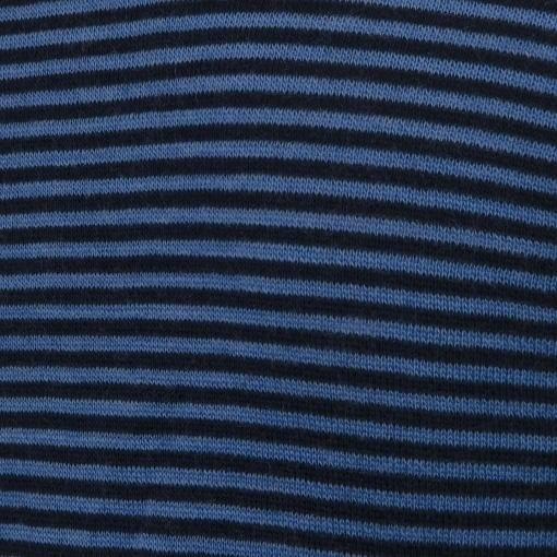 Langærmet body fra Joha. Body i 100% svanemærket uld. Blå smalle striber. Detalje af mønster.