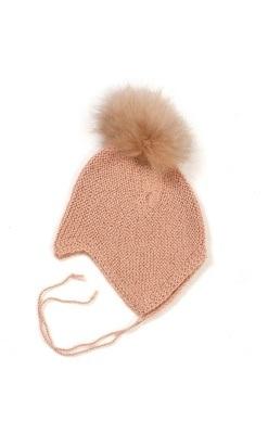 Huttelihut baby hjelm i alpaka uld. Hjelmen har 1 kvast i aplaka. Støvet rosa.