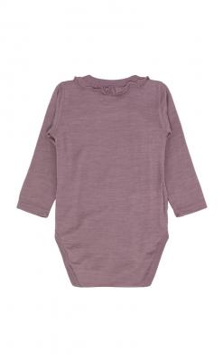 Langærmet body med fin flæsekant rundt om halsen. Bodyen er i gammel rosa uld silke. Hust & Claire. Bagsiden.