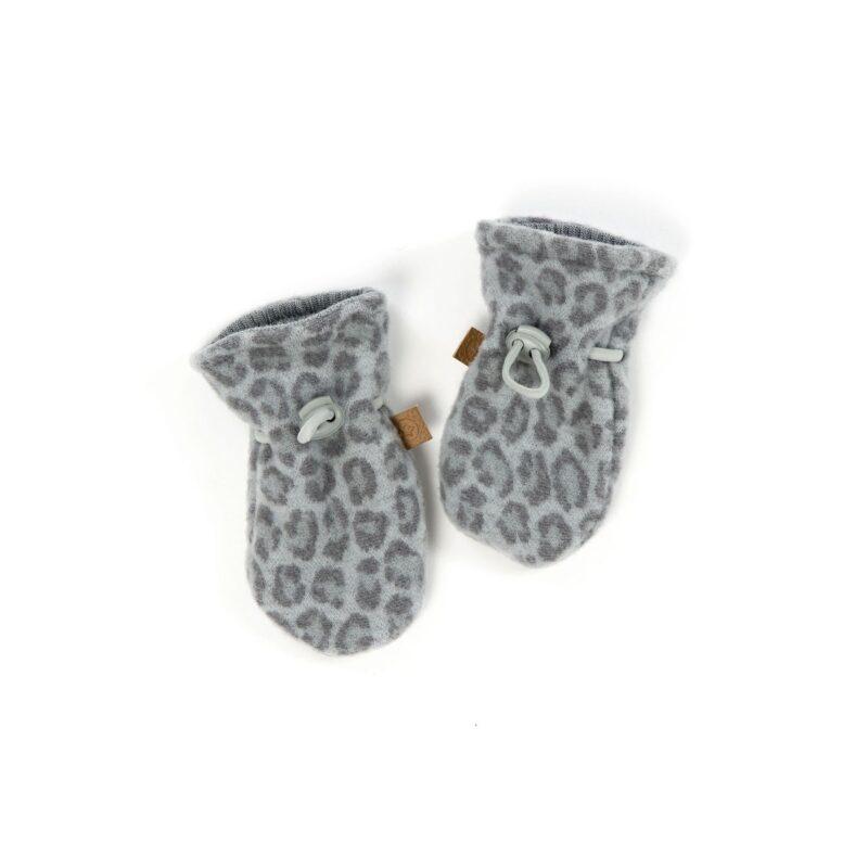 Luffer i softuld. Ulden er 100% merinould. Leopard prikket mønster. Snørreluk. SmallStuff.