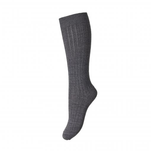 MP strømpe i 80% uld. Støvet mørkegrå strømpe med langt skaft.