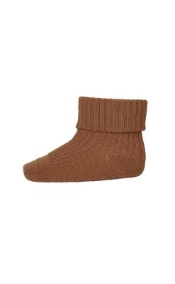 Strømpe i uld. Karrygul uldstrømpe fra MP. Ribstrik og Oeko-Tex.