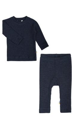 Bluse og bukser i uld. Ribstrik i mørkeblå. Joha.