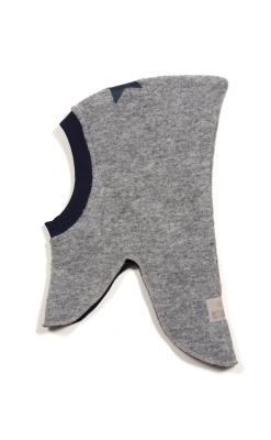 Huttelihut elefanthue i grå filt med blå stjerne på hovedet.