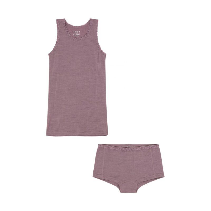 Sæt af undertrøje og hipsters med blondekant. Støvet rosa uld silke fra hust & Claire. Oeko-Tex.