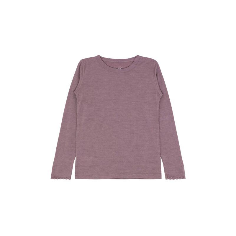 Nattrøje til pige i rosa uld silke. Kan også bruges som tynd trøje eller til skiundertøj. Blondekanter ved ærmer. Hust & Claire.