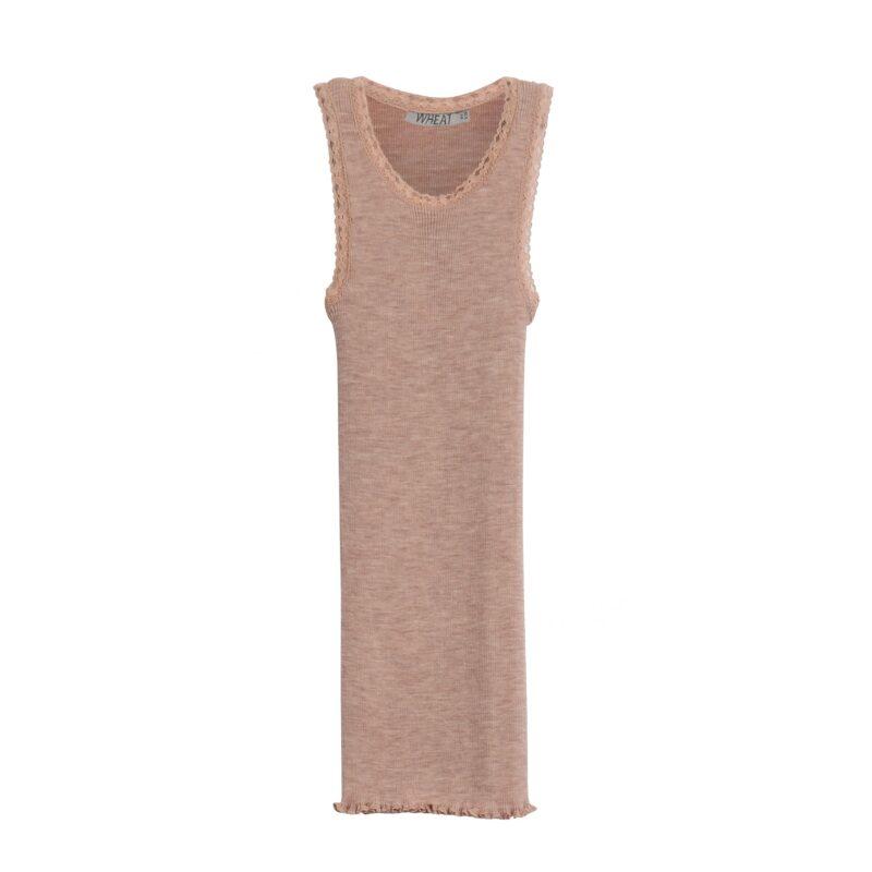 Wheat undertrøje med fine blondekanter og flæser. Sømløs top i merinould. Rosa.