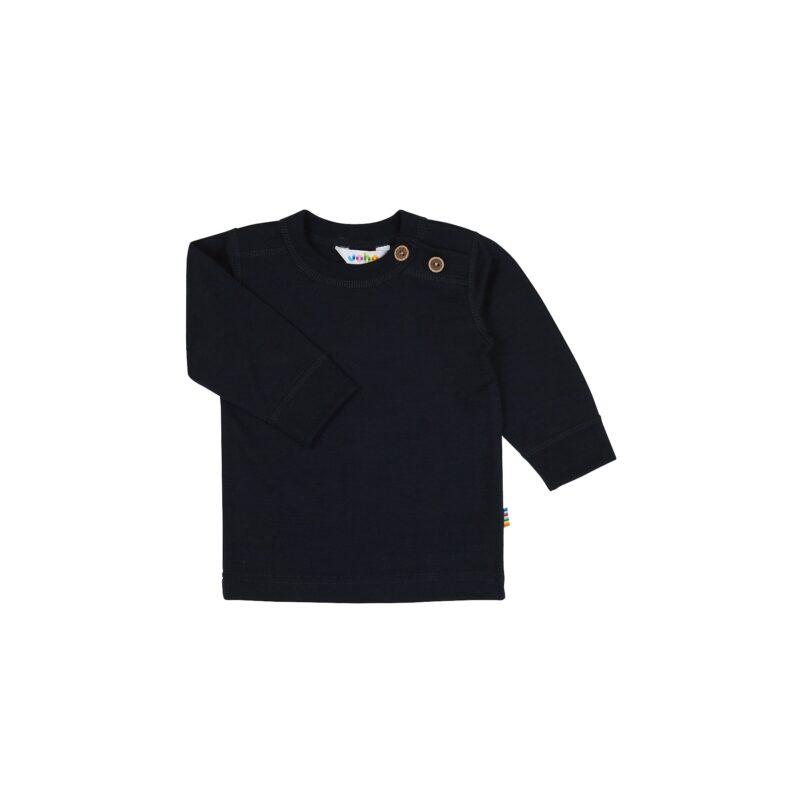 Langærmet bluse til barn. Uld bluse med 2 træknapper i venstre side af skulderen. Mørkeblå svanemærket merinould. Joha.