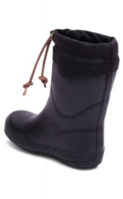 Thermostøvle i sort gummi med foer af ud. Bisgaard vintergummistøvle. Set bagfra.