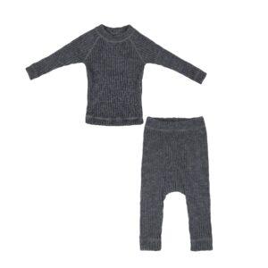 Bluse og bukser i strik ribstrik. 100% uld. Møkegrå Joha.
