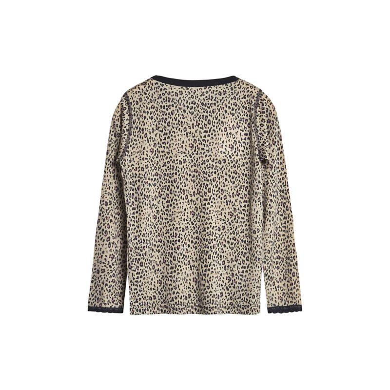 Bagsiden af nattrøje til pige i uld silke. Mønster med leopardprikekr og blondekanter. Hust & Claire.