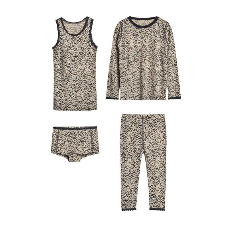 Nattøj og undertøj sæt i uld silke til pige. Leopard mønster og blondekanter. Hust & Claire