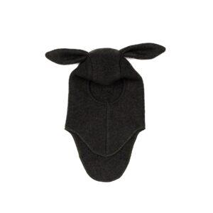 Huttelihut elefanthue med kanin hængeører. Hue i enkelt lag mørkegrøn uldfleece.