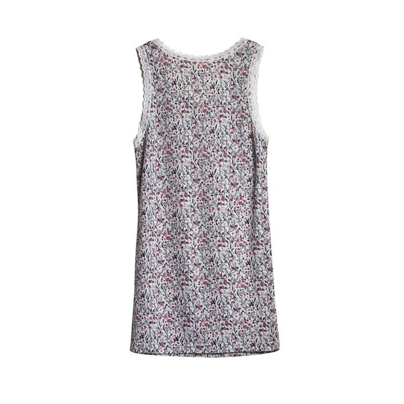 Bagsiden af undertrøje til pige i uld silke. Blomstret mønster og blondekanter. Hust & Claire.