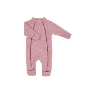 Joha køredrgt i rosa uldfleece. Model med dobbelt lynlås og tryllefod / folde om ved hænder og fødder. Svanemærket.
