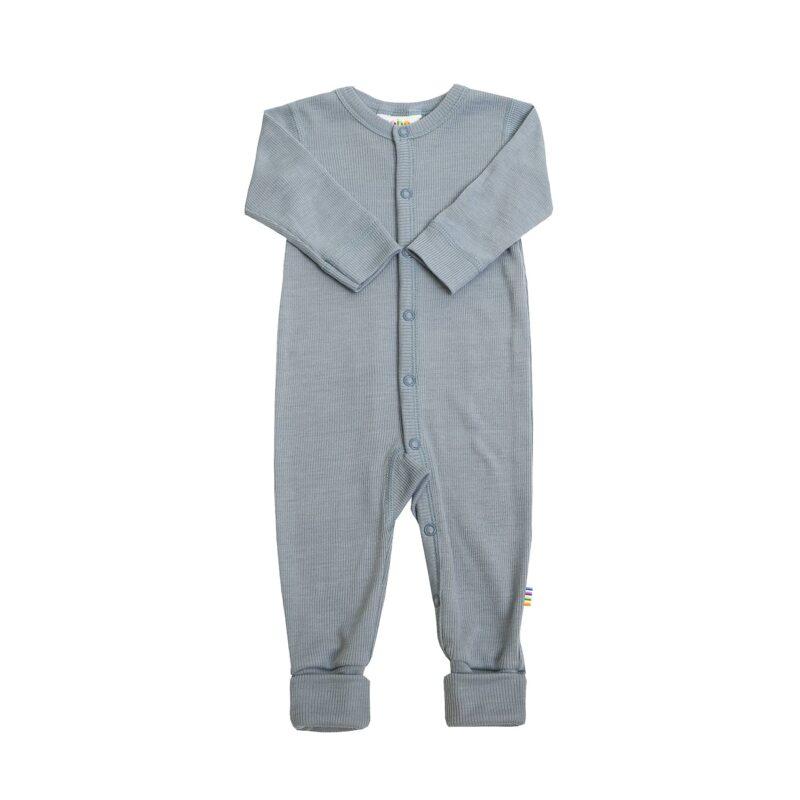 Joha natdragt med trykknapper og tryllefod. Blå uld silke.