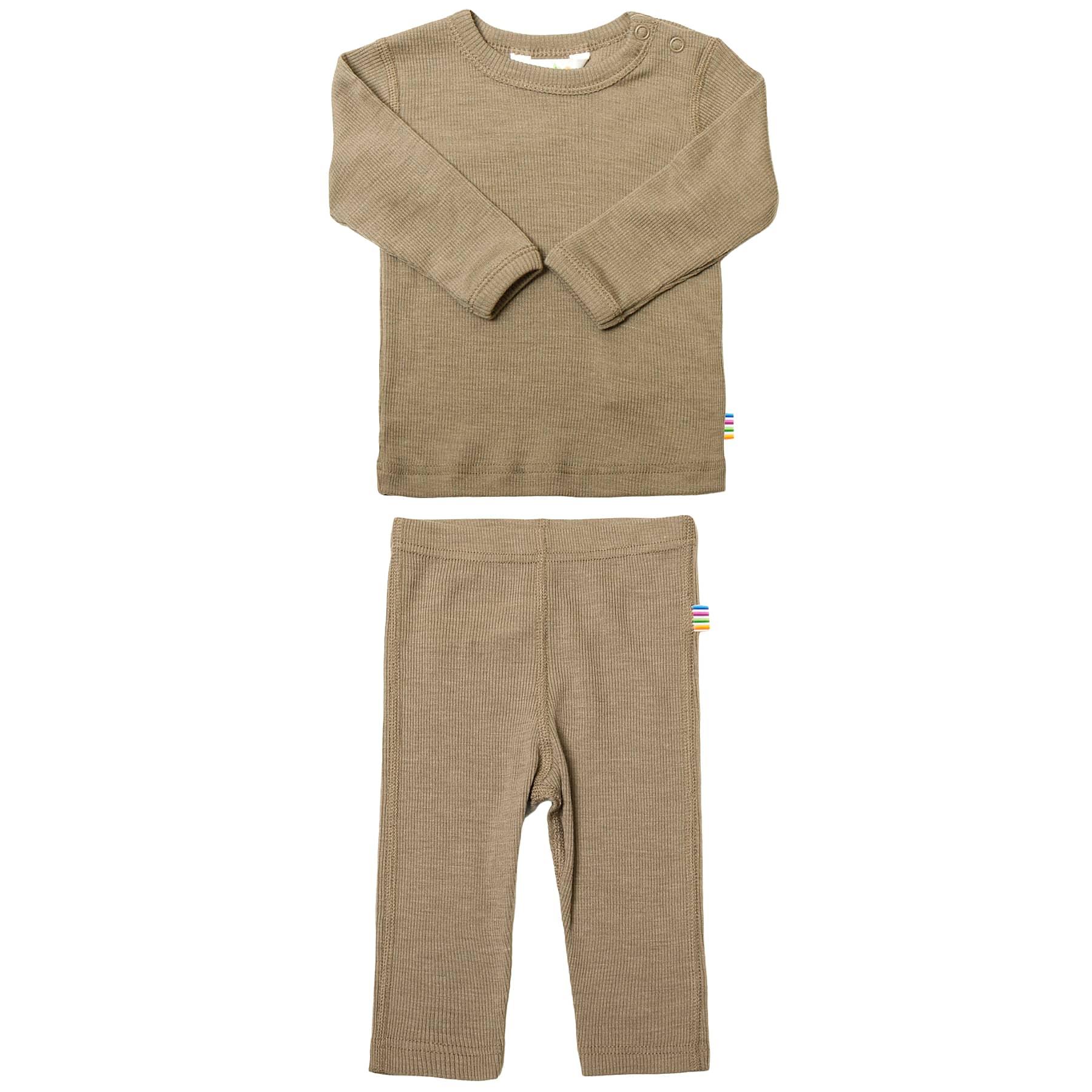 Joha nattøj i uld silke. Sæt af langærmet undertrøje og lange underbukser i beige.